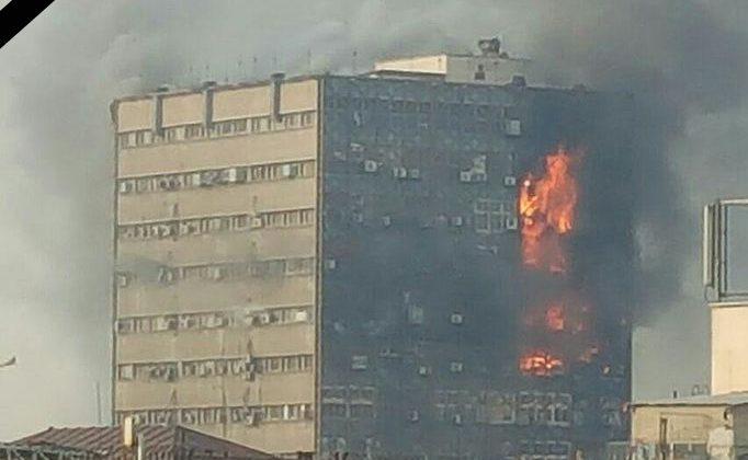Plasco_building_on_fire_by_Emi_uploaded_by_Mardetanha_(2)